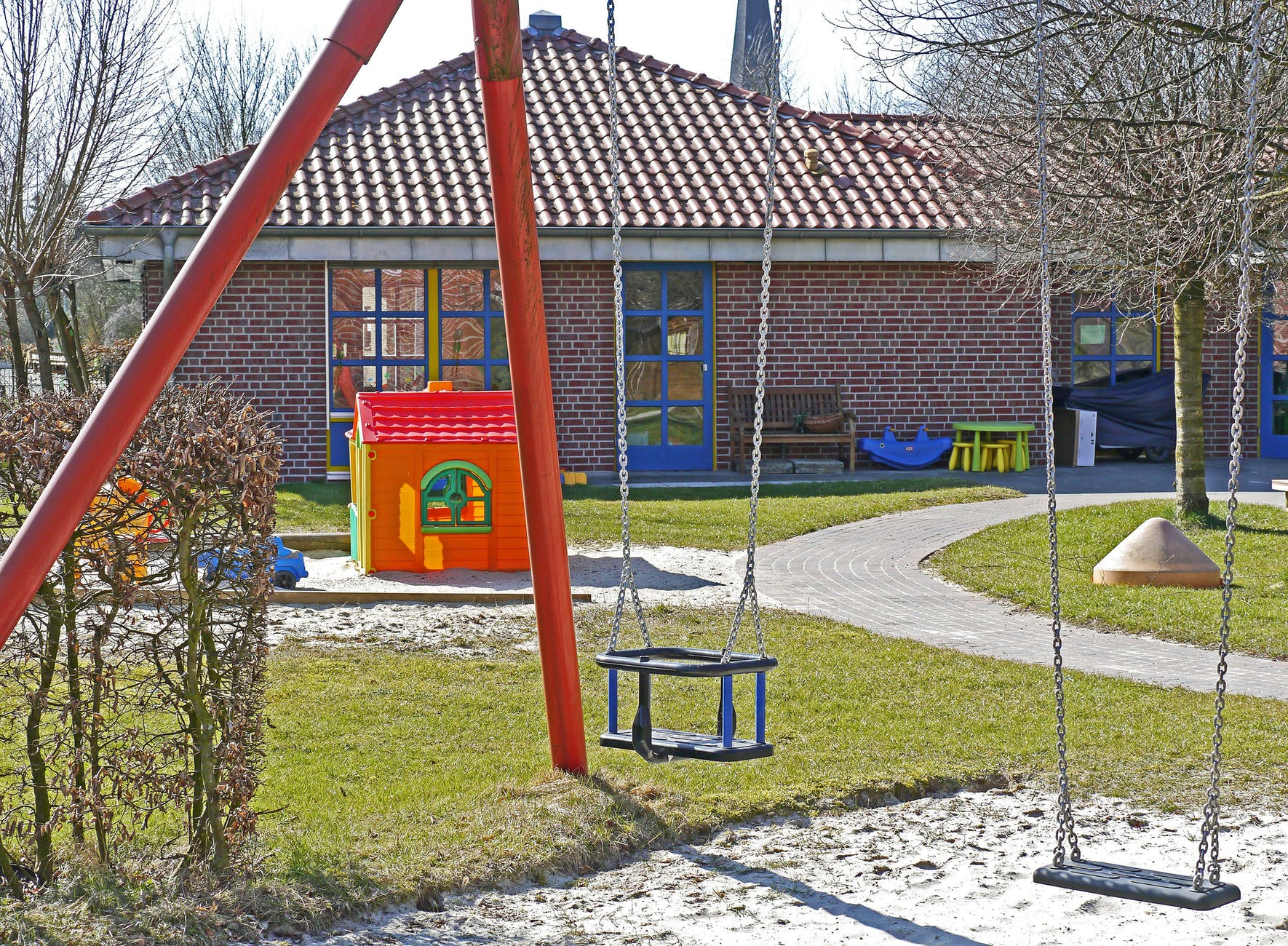 kindergarten-playground-swing-sand-pit-159790.jpeg